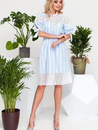 Летнее легкое платье-миди с отделкой из прошвы и поясом, фото 1