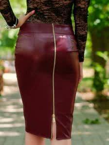 Трендовая юбка с эко-кожи цвета бордо