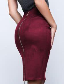 Замшевая юбка-карандаш с молнией виноградкого цвета
