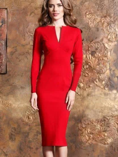Красное платье-футляр с длинным рукавом и вырезом на декольте, фото 1