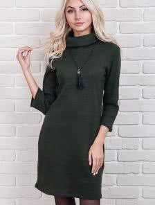Шерстяное платье-трапеция в темно-зеленом цвете с украшением