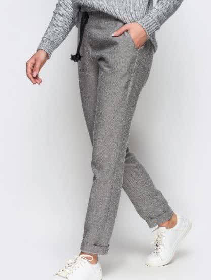Шерстяные зауженные брюки с карманами на зиму