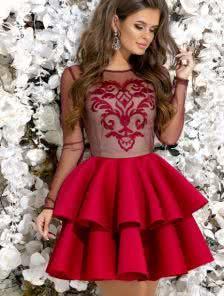 Красное коктейльное платье с прозрачными рукавами
