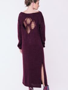 Вязанное бордовое платье с открытой спинкой