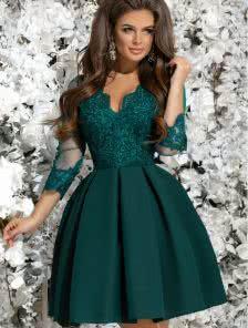 Зеленое коктейльное платье с кружевом