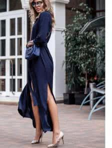 Очаровательное платье на пуговицах под пояс
