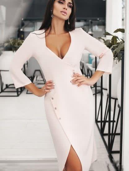 Розовое платье с имитацией запаха и декольте, фото 1