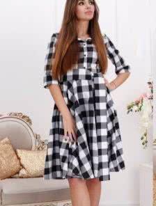 Платье - рубашка в черно - белую клетку с пояском