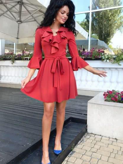 Короткое коктейльное платье с воланами на рукавах, фото 1