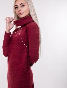 Красное ангоровое платье с бусинами