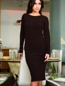 Коричневое ангоровое платье длины миди на длинный рукав
