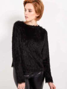 Теплый свитер с длинным ворсом - тренд этого года