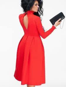 Красное платье-футляр с пышной юбкой и вырезом на спине