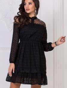 Черное короткое кружевное платье в горошек