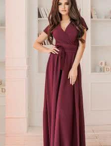 Вечернее платье с красивым декольте