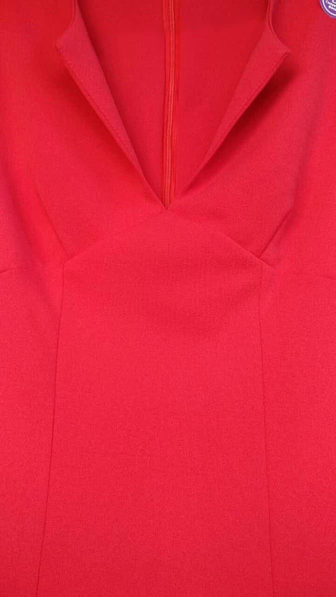 Красное платье футляр с декольте. Купить в Киеве по цене 799грн ... b9e3d7dffa3f6