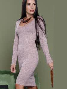 Пудровое облегающее повседневное платье средней длины
