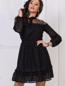 Черное короткое кружевное платье с рукавом