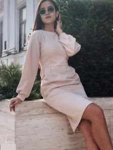 Силуетное трикотажно платье с длинным рукавом длинны-миди