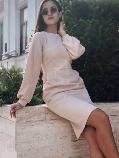 Силуетное трикотажно платье с длинным рукавом длинны-миди, фото 1