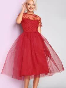 Красное пышное платье из фатина