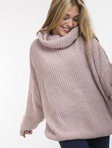 Пудровий теплый свитер оверсайз с широкой горловиной