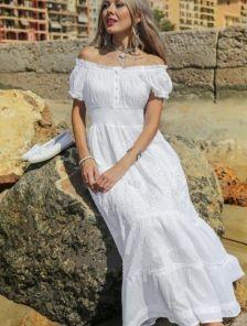 Белое хлопковое платье с приспущенными плечами