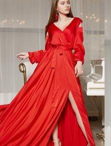 Длинное красное атласное платье