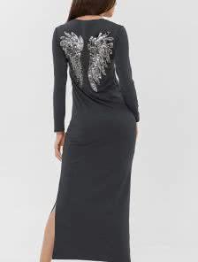 Длинное серое платье с начёсом и разрезами по бокам