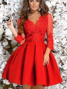 Кружевное короткое красное платье с прозрачными рукавами