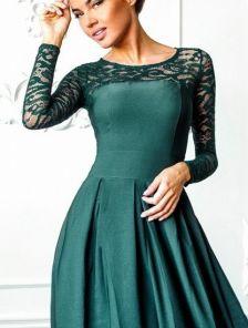 Длинное зеленое платье c кружевным рукавом