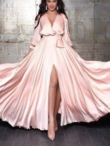 Светлое длинное платье из шёлка