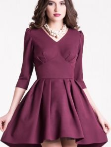 Коктейльное платье в бордовом цвете с пышной асимметричной юбкой