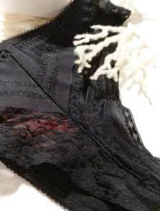 Трусики-бразильяно с ажурной вставкой в черном цвете