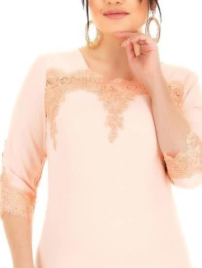 Персиковое платье-футляр с кружевом и рукавом, фото 1