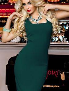 Зеленое облегающее платье без рукавов