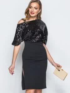 Черное коктейльное платье в пайетки с глубоким разрезом
