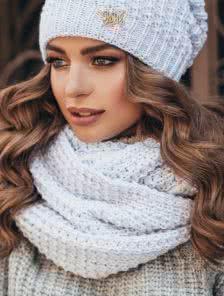Теплый снуд с обьемной вязкой белого цвета