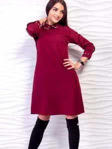 Свободное короткое расклешенное платье с украшением на воротнике