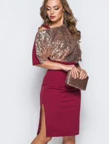 Бордовое коктейльное платье в пайетки с глубоким разрезом