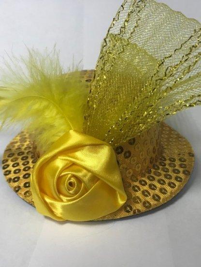 Маленькая золотистая маскарадная шляпка на заколках, фото 1