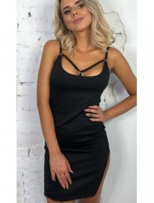 Черное сексуальное мини платье с разрезом на ноге