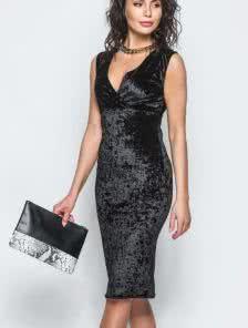 Черное велюровое платье длины миди