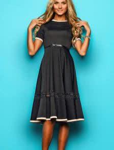 Черное платье с юбкой сонце клеш и кружевной вставкой