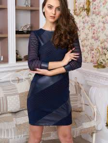 Темно-синее платье облегающего силуэта c эффектной комбинацией трех видов ткани: экокожи, джерсии трикотажной сетки-полоски