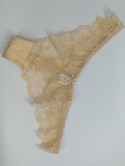 Трусики стинг с прозрачным кружевом в бежевом цвете, фото 1