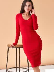 Красное теплое ангоровое платье длины миди