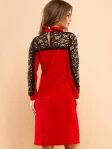 Красное платье свободного силуэта с кружевными вставками