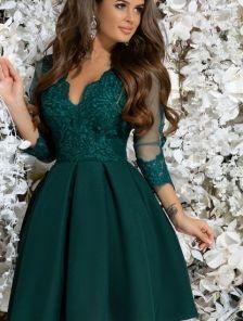 Зеленое коктейльное платье с кружевом и пышной юбкой