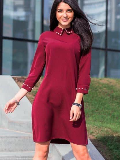 Свободное короткое расклешенное платье с украшением на воротнике, фото 1